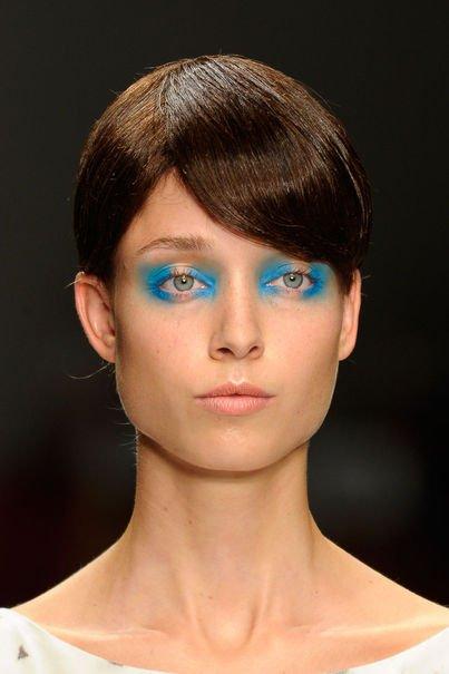 La nouvelle tendance maquillage : Le Bleu Turquoise 1103486_coiffures-fashion-week-londres-printemps-2013